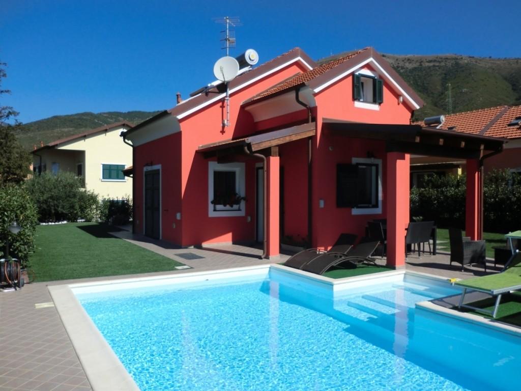 Cisano sul Neva Bellissima villa con piscina