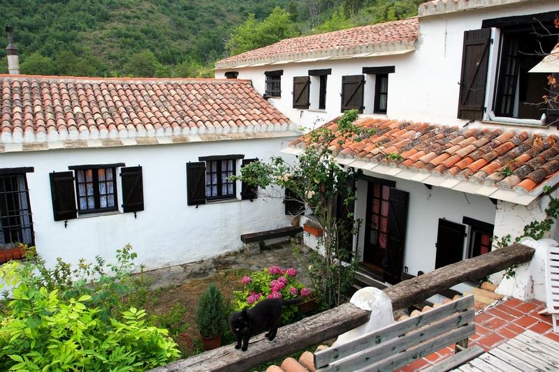 A 8 Km da Alassio Villa/Casale con giardino e ampio terreno;
