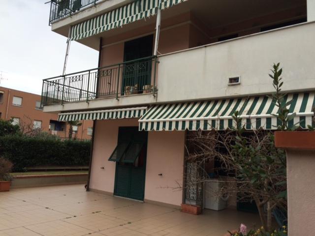 Albenga bilocale con grande terrazzo giardino garage e cantina €. 170.000,00