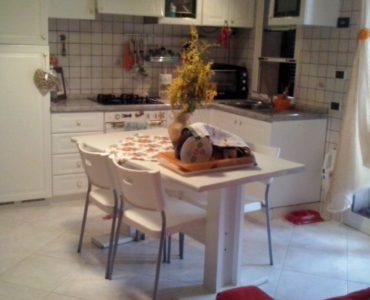 Albenga Fraz. Leca bilocale con ampio terrazzo e garage €. 140.000,00