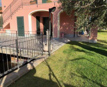 Villanova d'Albenga affittasi trilocale arredato con giardino posto auto garage