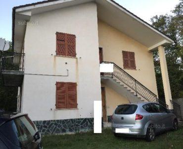 Sassello (SV) villa bifamiliare con 1500 mq giardino €. 130.000,00
