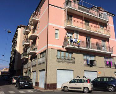 Albenga ampio trilocale zona centrale €. 170.000,00;
