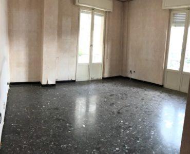 Albenga Via Dalmazia ampio trilocale  da ristrutturare  €. 170.000,00