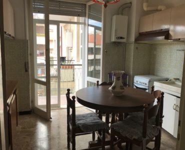 Albenga zona centrale trilocale con balconi €. 165.000,00