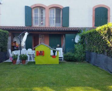 Albenga Leca Affittasi villetta a schiera €. 700 con giardino cantina e posto auto;