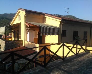 Garlenda alloggio semi indipendente, tre ampi terrazzi, garage €. 170.000,00
